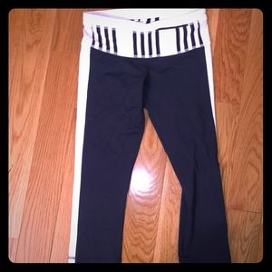 LULULEMON SIZE 4 NAVY WORKOUT CAPRI